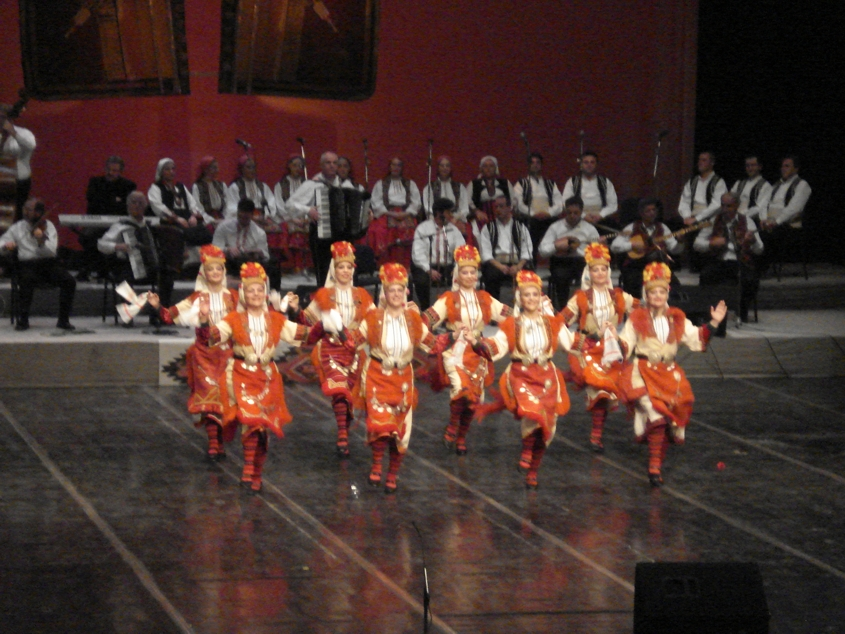 Tanec_folk_ensemble_Macedonia_3