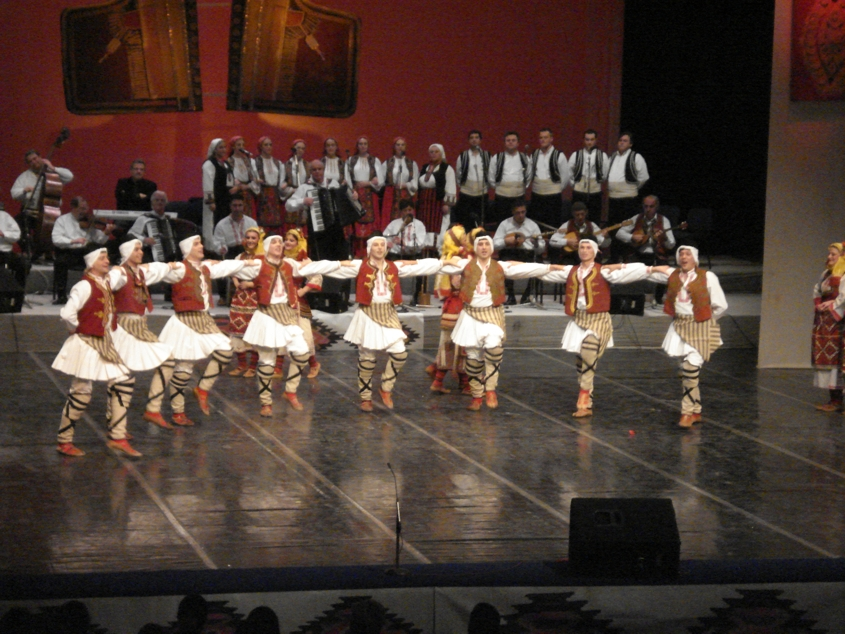 Tanec_folk_ensemble_Macedonia_4